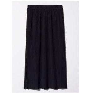 Aritzia Wilfred Celesse Pleated Skirt in Black